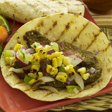 Tacos de Bistec Adobado con Chile Ancho con Salsa de Maíz Asado y Tomatillo. SORTEO