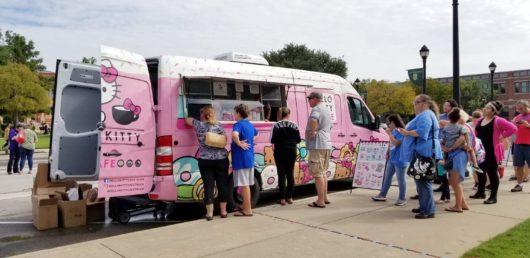 Hello Kitty Cafe Truck en Southlake, Texas   Mamá Contemporánea